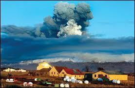 Quel volcan islandais a fortement perturbé le trafic aérien européen en 2010 ?