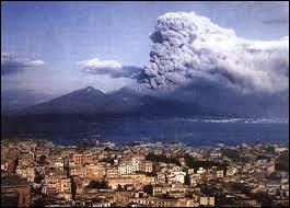 Combien de personnes vivent au pied d'un volcan ?