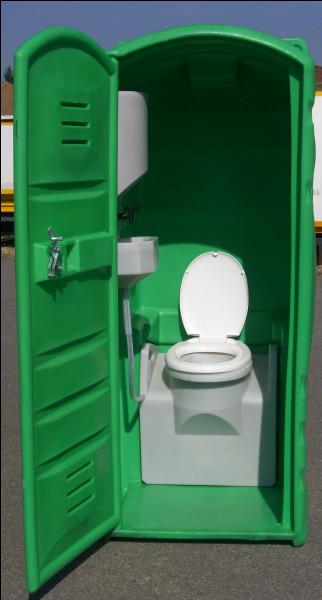 À de multiples endroits de la base, se trouve cette installation. De quelle couleur est la porte des WC ?