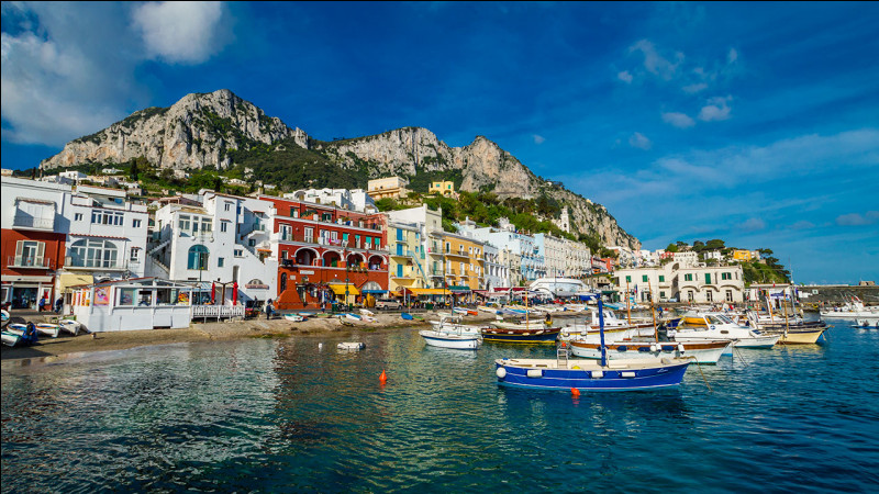 Même si pour Hervé Vilard c'était fini, cette île italienne abrita la dernière demeure de l'empereur romain Tibère. Quel est son nom ?