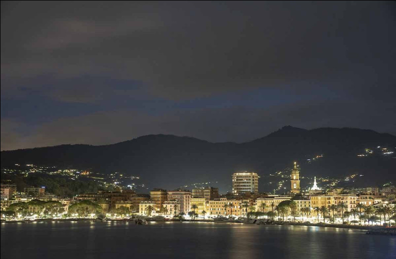 Ce village de pêcheurs italien est entièrement tourné vers le tourisme haut de gamme depuis plus d'un siècle. Quel est son nom ?