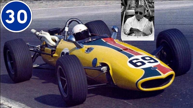 Victor Pease dit Al Pease a été pilote automobile. Dans les années 60, il participera à plusieurs courses de F1 et d'endurance. Il n'est pas resté dans l'histoire des courses automobiles pour ses résultats sportifs, mais pour un fait unique dans ce monde !Quel est ce fait ?