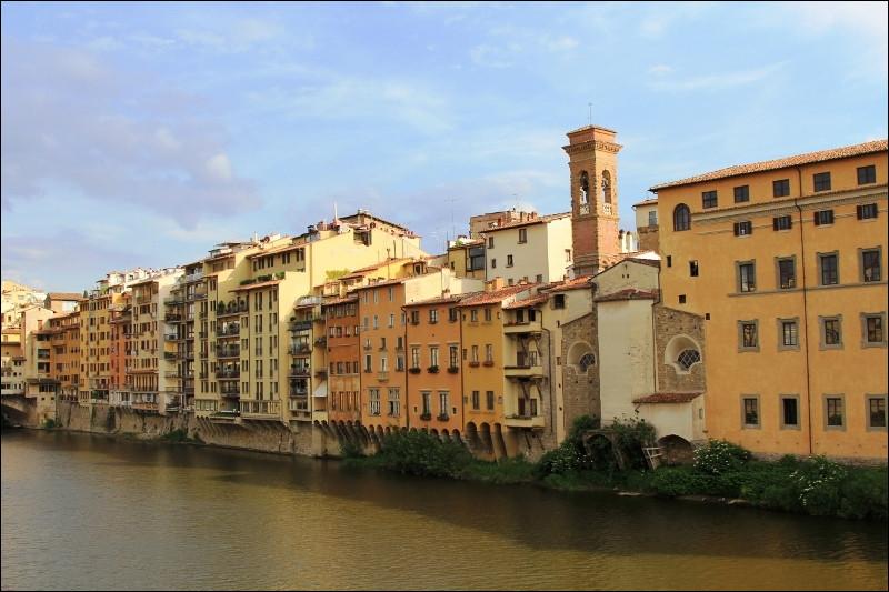 Quel fleuve italien traverse la ville de Florence ?