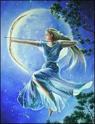 Déesse de la chasse, fille de Zeus et Léto et pour frère Apollon. Je règne en maîtresse sur la nature.Qui suis-je ?