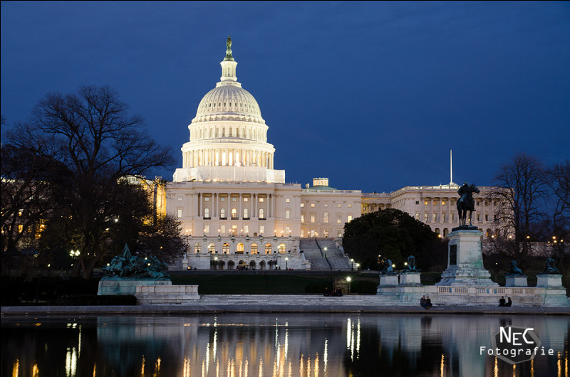 Capitale nationale qui regorge des monuments impressionnants tels que le Capitole du Congrès américain, la Maison Blanche, le monument à Lincoln, l'obélisque de 169 m inauguré le 21 février 1885 à la mémoire de ce commandant américain des forces révolutionnaires.Quelle est cette ville qui devint capitale américaine en 1800 ?