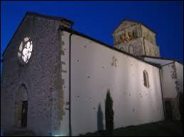 Nous sommes maintenant en Auvergne-Rhône-Alpes, à Aigueperse. Village du Haut-Beaujolais, il se situe dans le département ...