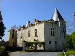 Voici le château du Poiré-sur-Velluire. Ancienne commune Vendéenne, elle se situe en région ...