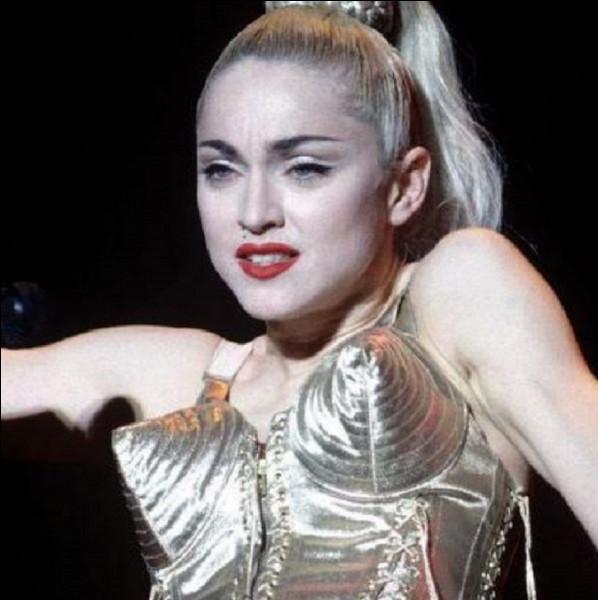 Qui a chanté ''Être une femme'' dans les années 80 ?
