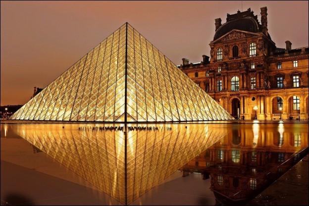 Que peut-on voir sans entrer dans le Musée du Louvre depuis le passage Richelieu ?