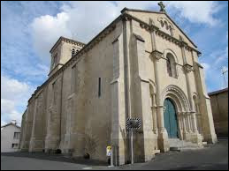 Voici l'église Saint-Jean-l'Évangéliste de La Caillère-Saint-Hilaire. Commune Vendéenne, elle se trouve en région ...
