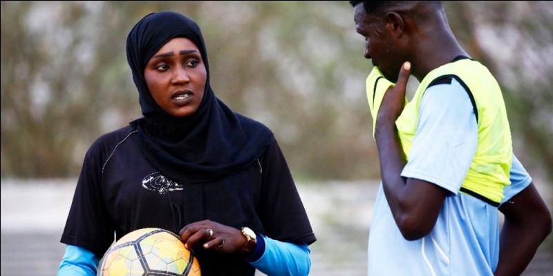 De quel pays est originaire l'entraîneuse de football Selma Al-Majidi ?
