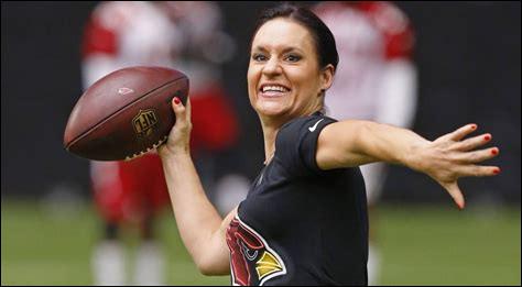 De quel pays est oiginaire l'entraîneuse de football américain Jen Welter ?