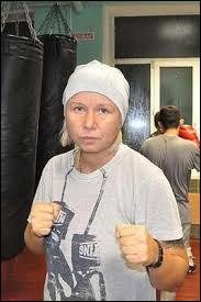 De quel pays est originaire l'entraîneuse de boxe Svetlana Andreeva?
