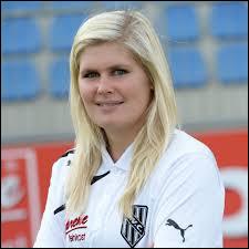 De quel pays est originaire l'entraîneuse de football Imke Wübbenhorst ?