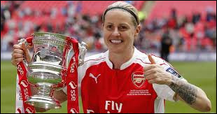 De quel pays est originaire la charmante Kelly Smith ?