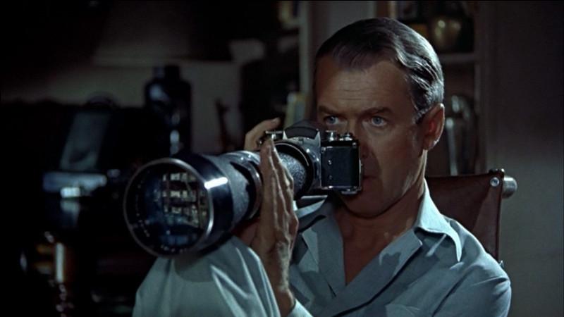 """Complétez le titre de ce film réalisé par Alfred Hitchcock en 1954 : """"... sur cour""""."""