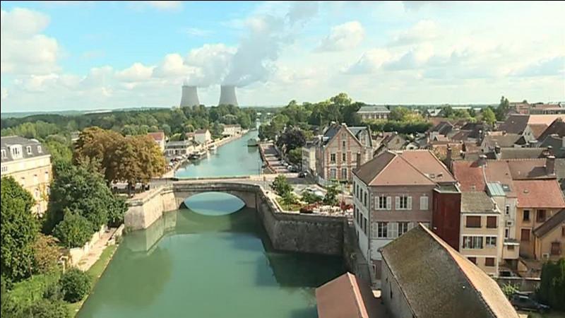 Nogent-sur-Seine, petite ville de 6000 habitants, est une sous-préfecture ...