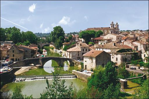 Nérac, 6800 habitants, traversée par la Baïse dans le pays d'Albret, est une sous-préfecture ...