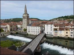 Saint-Girons, petite ville de 6400 habitants traversée par le Salat, est une sous-préfecture ...