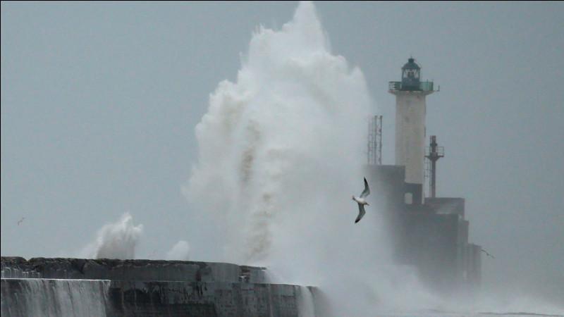 En février 2020, quelle est la première tempête à avoir balayé la France ?