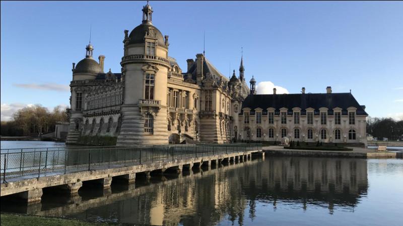Quel célèbre château français apercevons-nous ici ?