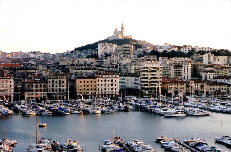 Une seule de ces villes est un port. Laquelle ?