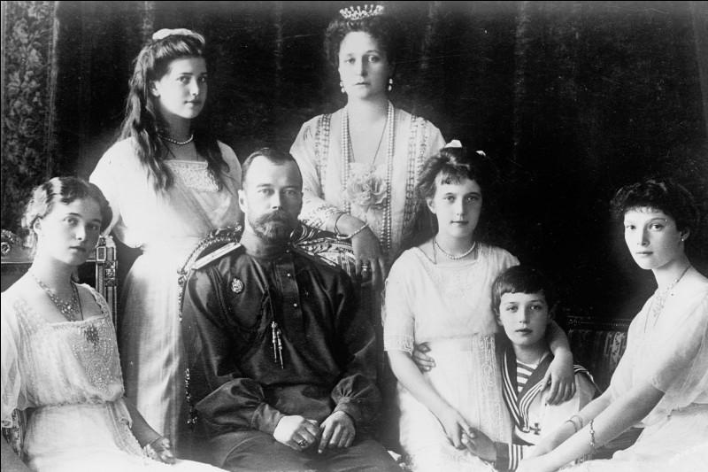 Avec lui, c'est la fin de la dynastie des Romanov. pourtant, il avait fait de son pays, la 3e ou 4e puissance économique mondiale et possèdant le 1er réseau ferroviaire après les États-Unis et le Canada.Nommez cet empereur qui reçut l'empereur Guillaume II et la reine Victoria, grand-mère commune à la fois de la fiancée et du Kaiser, pour son mariage : il s'agit du dernier empereur de Russie.