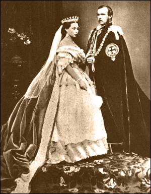 Ne trouvez-vous pas qu'elle a un petit air d'Elizabeth II ? Elle fut reine du Royaume-Uni de Grande-Bretagne et d'Irlande de 1837 jusqu'à sa mort. À partir de 1867, elle fut également reine du Canada, ainsi qu'impératrice des Indes à compter de 1876, puis enfin reine d'Australie. Nommez celle qui ''devint une icône nationale et fut assimilée aux normes strictes de la morale de l'époque'' ? (Wiki)