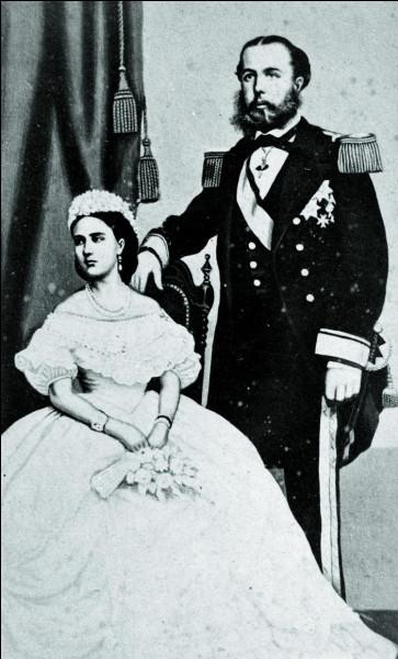 De la maison de Habsbourg, frère cadet de l'empereur François-Joseph Ier d'Autriche : il épouse en 1857 une princesse de Belgique. Lui, l'archiduc d'Autriche, le prince de Hongrie et de Bohême, devient l'empereur du Mexique : bref, ils ont régné sur un nuage.D'après Secrets d'Histoire : ''Une tragédie sous fond d'ambitions, d'orgueil démesuré, d'incompétence et de mensonge''. Qui sont-ils ?