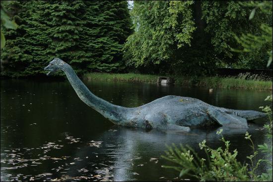 A quel dinosaure apparente-t-on Nessie ?