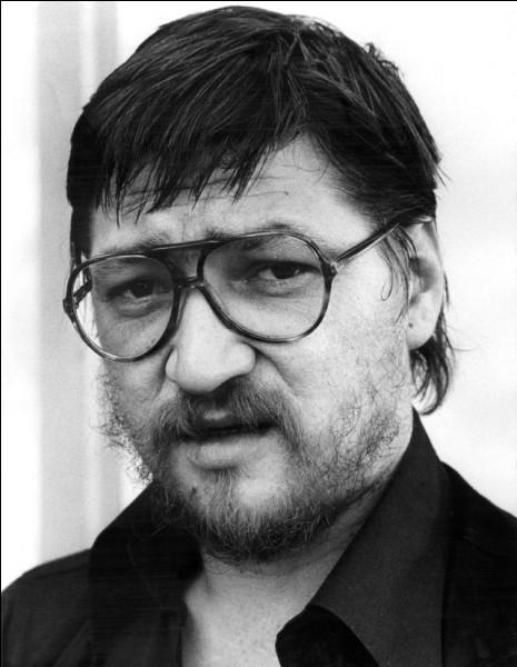"""Ce metteur en scène allemand, de théâtre et de cinéma, a réalisé """"Le Mariage de Maria Braun"""", """"Le Secret de Veronika Voss"""", """"Berlin Alexanderplatz"""" : c'est ... Fassbinder."""