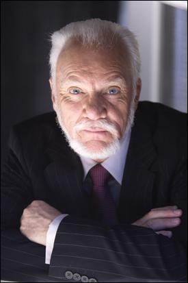 Malcolm McDowell est dans la saga :