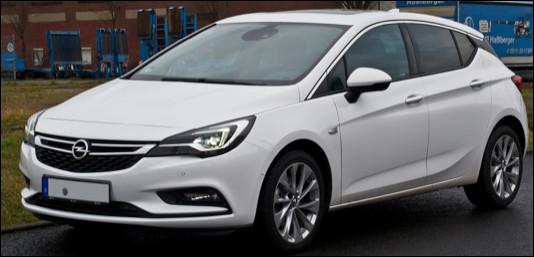 Quel est ce modèle de voiture compacte de la marque Opel ?
