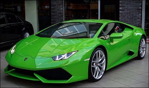 Quel est ce luxueux modèle sportif produit par le constructeur Lamborghini ?