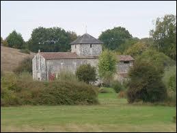 Nous terminons notre balade avec cette vue de l'église Notre-Dame de Vieux-Ruffec. Commune Néo-Aquitaine, dans l'arrondissement de Confolens, elle se situe dans le département ...