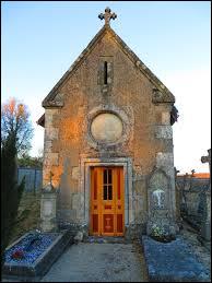 Nous commençons notre balade devant la chapelle Notre-Dame d'Amanty. Petit village de 40 habitants, dans l'arrondissement de Commercy, il se situe dans le département ...