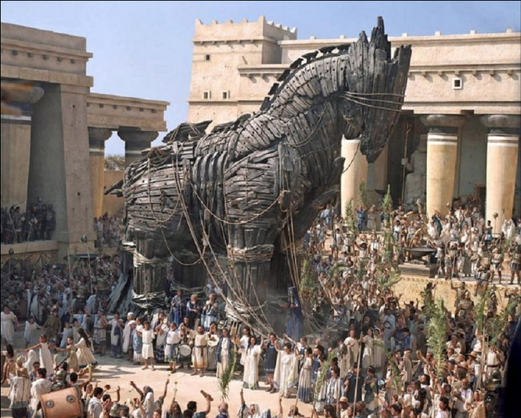 Dans la mythologie grecque, l'épisode du cheval de Troie est un événement décisif du dénouement de la guerre de Troie. Qui est à l'origine de ce subterfuge ?