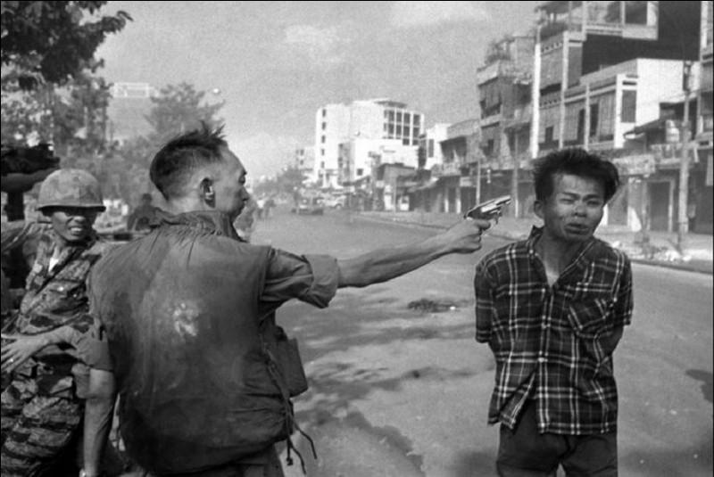 À quel président américain a-t-on pris l'habitude d'attribuer le commencement de la guerre du Viêt Nam ?