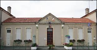 Je vous propose de commencer notre balade en Nouvelle-Aquitaine, à Bourlens. Commune dans le Quercy Blanc, elle se situe dans le département ...