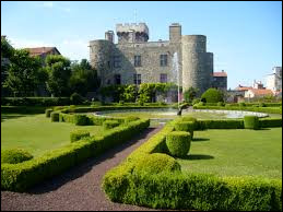 Je vous propose une balade en Auvergne-Rhône-Alpes à la découverte du château d'Opme, à Romagnat. Ville de l'aire urbaine Clermontoise, elle se situe dans le département ...