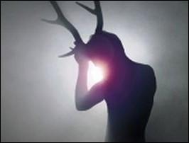 Pour avoir maté la déesse Artémis en train de faire ses ablutions, ce chasseur grec sera métamorphosé en cerf et sera becté par ses propres cabots. Qui est-il ?