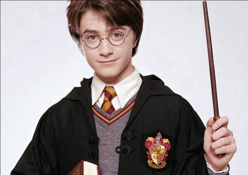 Qui a écrit le célèbre roman «Harry Potter» ?
