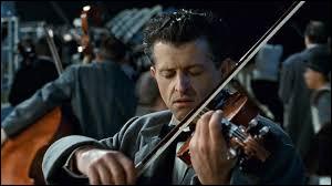 """Comment s'appelle le chef de l'orchestre qui a joué """"plus près de toi mon Dieu"""" jusqu'à la mort?"""