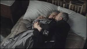 Comment s'appelle ce vieux couple dans le lit ?