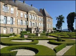 Je vous propose de partir en Bourgogne-Franche-Comté à la découverte du château de Drée, à Curbigny. Nous serons dans le département ...