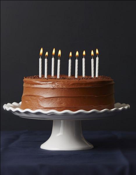 À quoi est ce gâteau d'anniversaire ?