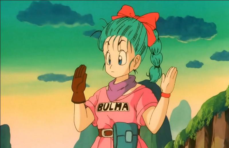 Quand Goku rencontre Bulma avec quel véhicule voyage-t-elle ?