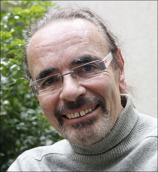 Qui est ce Nicolas, chanteur, auteur-compositeur-interprète et romancier ?