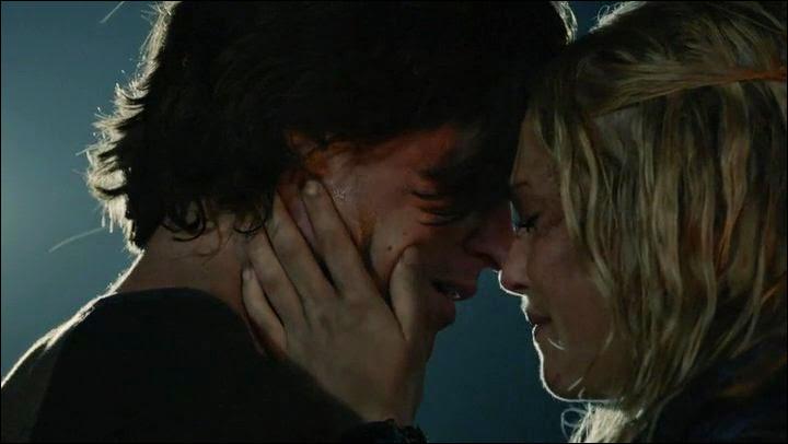 Clarke est en couple avec ... pendant la saison 1 ?