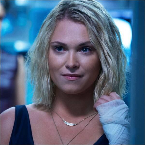 Comment s'appelle Clarke dans la saison 3 ?